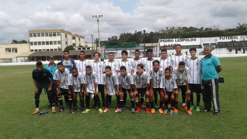 A escolinha de futebol do Pedro Leopoldo FC, já iniciou suas atividades para os atletas do  Sub 13 , sub 15 e Sub 17.