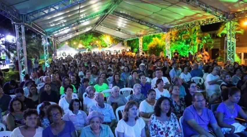 Câmara entrega moções de parabéns para responsáveis do Festival de Luz 2019