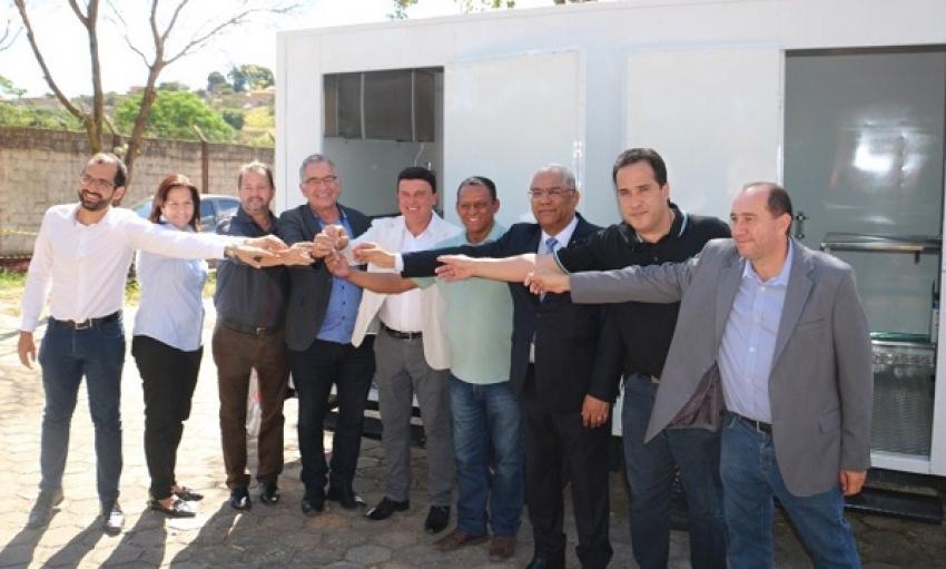 O  Consórcio Intermunicipal de Saúde e de Políticas de Desenvolvimento da Região do Calcário CISREC  adquiriu um Trailer Castramóvel.