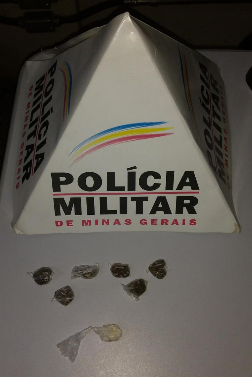 Militares da Tático Móvel, no combate à criminalidade apreenderam drogas no Bairro Theotônio Batista de Freitas