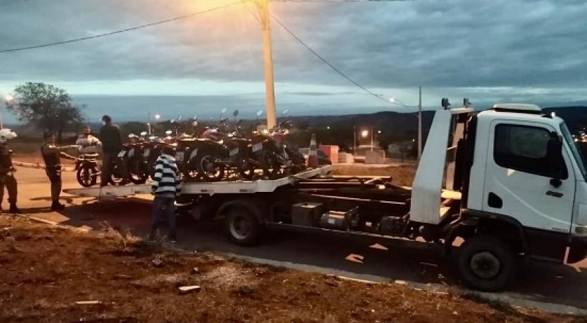 A Policia Militar apreendeu 09 motocicletas em evento no bairro Santa Fé