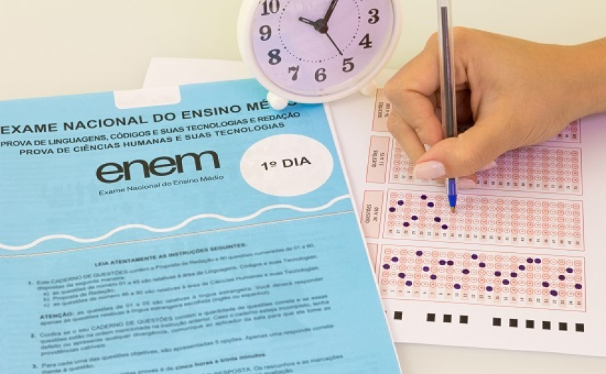 O Exame Nacional do Ensino Médio (Enem) 2020 começa a ser aplicado neste domingo (17) para milhões de estudantes em todo o país.
