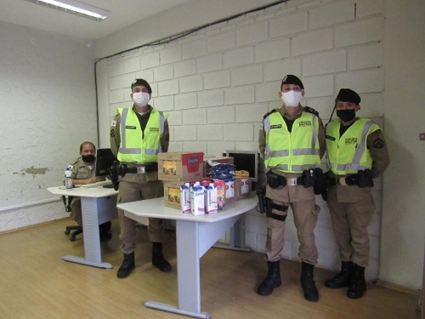 Policia Militar apoia o TRE Solidário e esta arrecadando caixas de leite e leite em pó para os mais necessitados