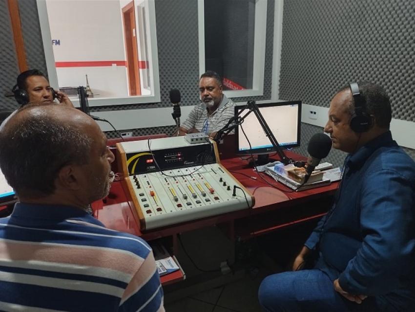 Eldir Batista (Baixinho), Mauro Junior e Warlei, da nova mesa diretora da Câmara Municipal marcam presença na Atividade FM