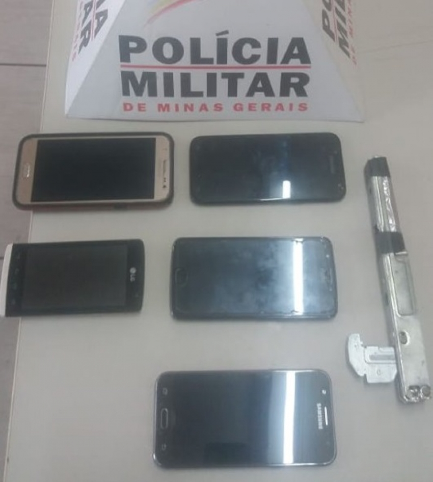Ação rápida da Polícia Militar prende autores de roubo a coletivo na MG 424