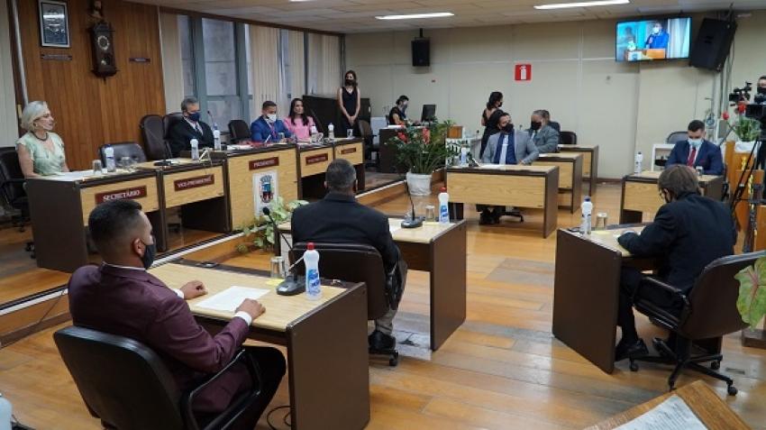 Câmara realiza cerimônia de posse da prefeita Eloisa, vice-prefeita Ana Paula e vereadores