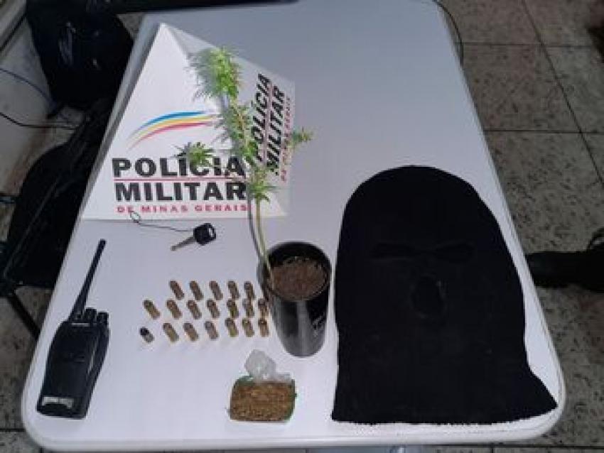 Policia prendeu um suspeito e apreendeu com ele munição, drogas e vários objetos ilícitos em Quinta das Palmeiras