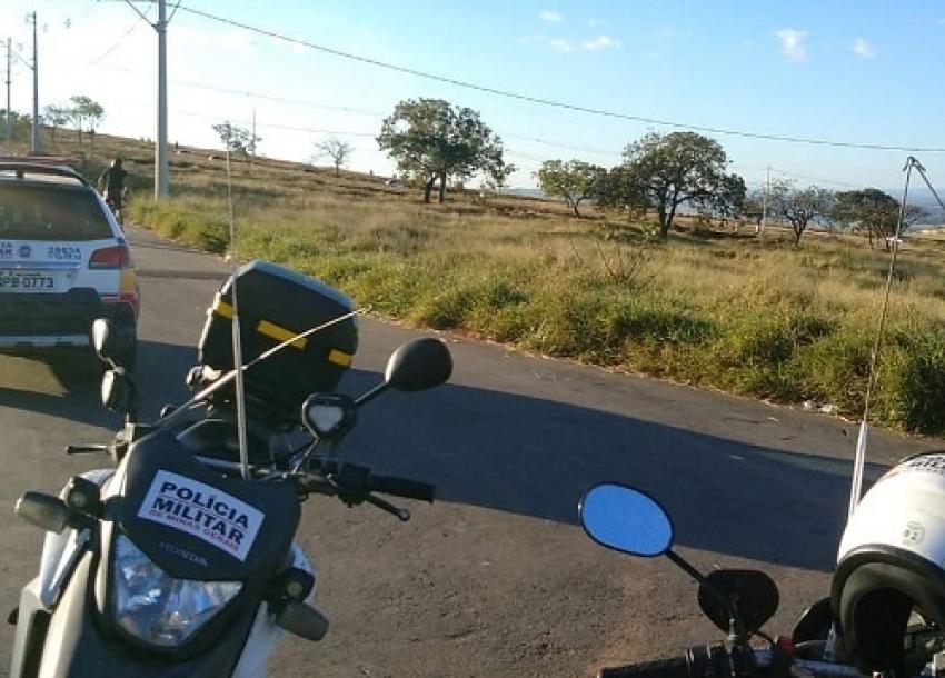 Policia Militar interrompe encontro de motoqueiros que faziam manobras no bairro Santa Fé