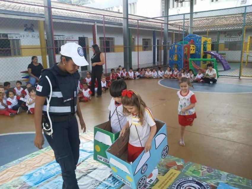 Guarda Civil Municipal fazem trabalho de conscientização e segurança no transito para alunos do ensino infantil ao Fundamental da rede de educação de Pedro Leopoldo