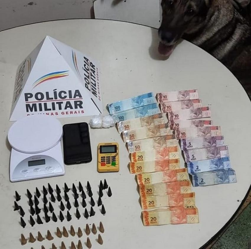 Policia  Militar  prende 03 pessoas por  tráfico de drogas no bairro Bom Jesus em Matozinhos