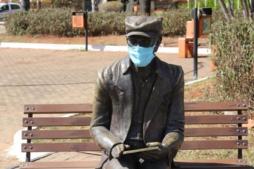 A estátua de Chico Xavier vai ser retirada da Praça da prefeitura por 15 dias para manutenção