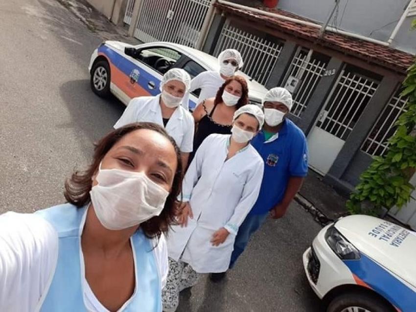 Pacientes acamados estão recebendo a vacina contra a gripe em casa