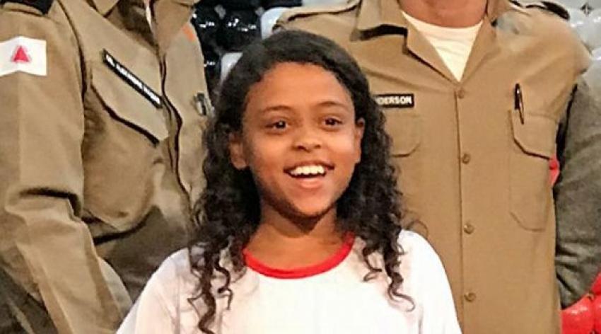 A aluna do 5º Ano da Escola Municipal Izabel Gomes Teixeira, Nina Goretti Ferreira Alberto, 10 anos, teve a sua redação escolhida entre as três melhores do Programa Proerd em todo o Estado de Minas