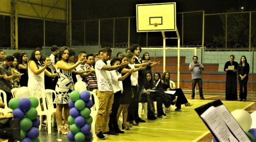 Alunos do programa Mediotec receberam certificados de conclusão de curso técnico, em cerimônia na Escola Municipal Heitor Cláudio de Sales