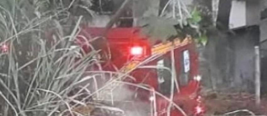 Motorista de carreta perde controle da direção na MG-424, em Pedro Leopoldo e duas pessoas ficam feridas