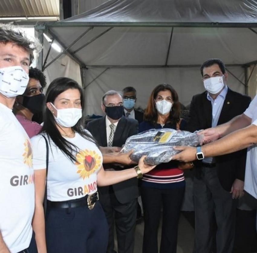 Dois mil cobertores são doados a 25 entidades pelo núcleo do voluntario do TJMG